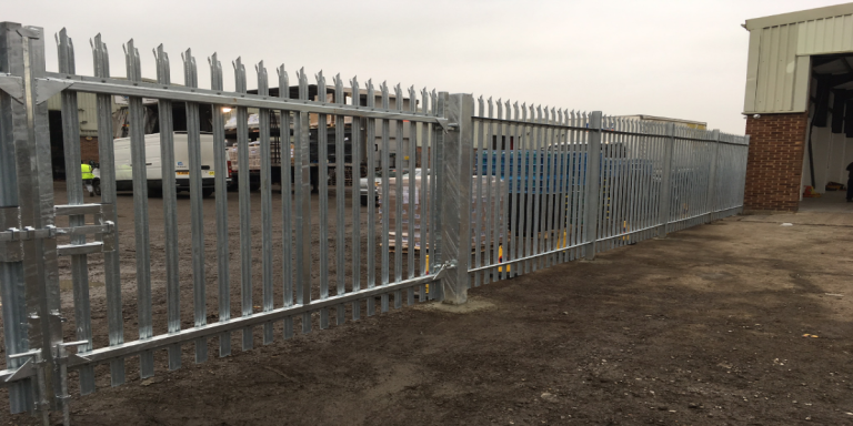 Metal palisade in Galvanised gates
